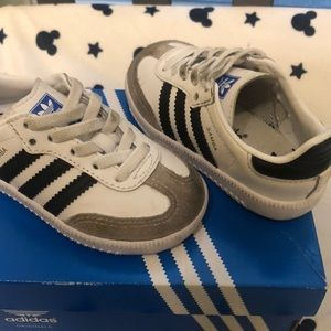 Adidas toddler size 6